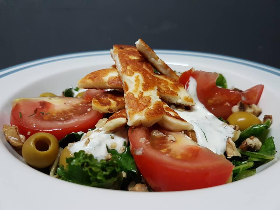 Salatka Z Jarmuzu I Sera Halloumi Losos W Kuchni